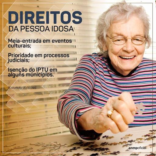 #PraCegoVer:A imagem mostra uma idosa montando um quebra-cabeça. No texto: ''Direito da Pessoa Idosa: Meia-entrada em eventos culturais; Prioridade em processos judiciais; isenção do IPTU em alguns municípios. (Estatuto do Idoso).